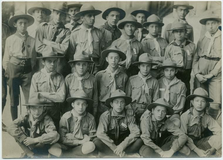 founder of scouts and guides movement